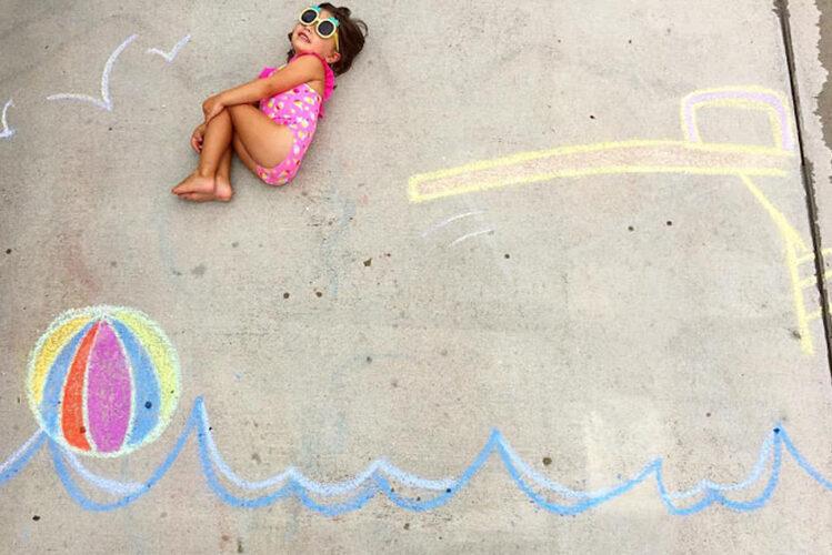 Create a background for photos using sidewalk chalk art |The Dating Divas